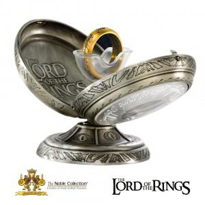 """Единственият пръстен и постамент от """"Властелинът на пръстените"""""""