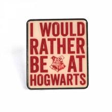 PBADHP22 Емайлирана Значка Хари Потър Хогуортс Слоган