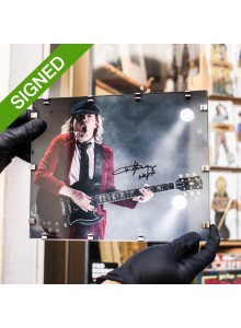 Подписана Фотография Ангъс Йънг AC DC