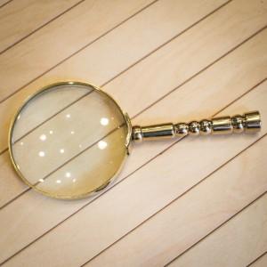 Малка Месингова Лупа 16 cм x 8 cм x 1.3 cм.